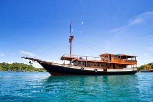 flores-boat